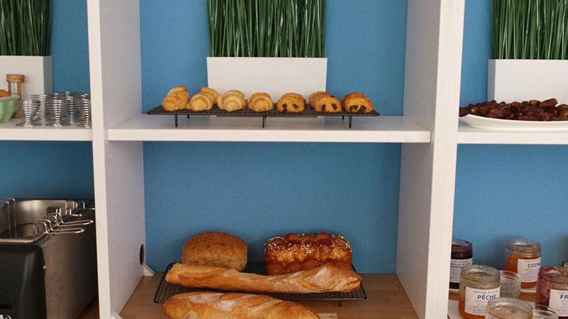 large choix de pains et viennoiserie petit déjeuné nouvel hotel